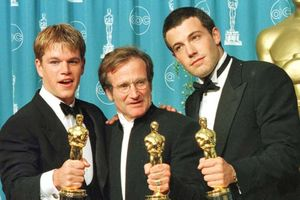 Matt Damon, Ben Affleck chi một triệu USD mua bài báo làm phim