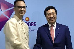 Phó Thủ tướng tiếp xúc song phương bên lề Hội nghị Bộ trưởng Ngoại giao ASEAN
