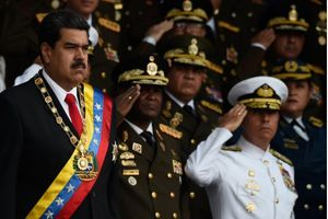Nổ máy bay khi Tổng thống Venezuela phát biểu tại lễ kỷ niệm