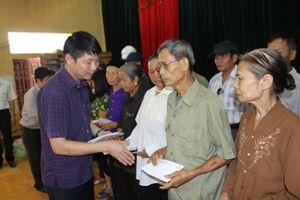 Phú Thọ: Ấm tình đồng hương, 240 suất quà được trao cho huyện Thanh Sơn, Tân Sơn