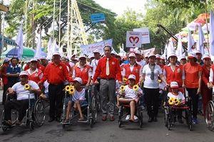 Hơn 5.000 người đi bộ đồng hành vì nạn nhân chất độc da cam và người khuyết tật nghèo