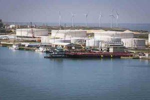 Giá dầu tăng mạnh do sản lượng của Ả Rập Saudi bất ngờ sụt giảm