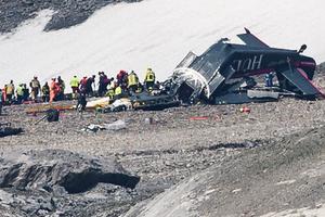 Máy bay cổ 79 tuổi rơi ở dãy Alps, 20 người chết
