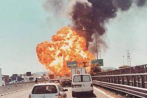 Nổ lớn kinh hoàng gần sân bay Ý, 20 người bị thương