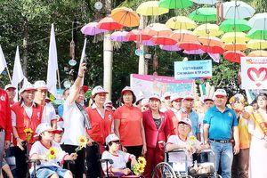 Hơn 5.000 người đi bộ vì nạn nhân chất độc da cam và người khuyết tật nghèo