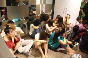 Hàng chục thanh niên nam nữ mở 'tiệc ma túy' trong căn hộ chung cư