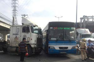 Tai nạn liên tiếp, Xa lộ Hà Nội ùn ứ