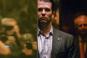 Tổng thống Trump thừa nhận con trai gặp luật sư Nga nói chuyện về bà Clinton