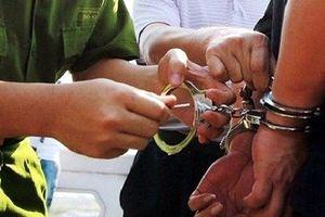 Đội trưởng điều tra nhận hối lộ để 'chạy án' giao cấu