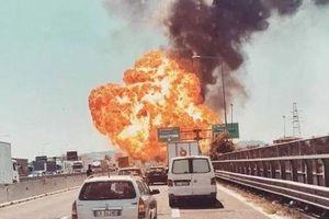 Xe bồn phát nổ kinh hoàng gần sân bay Ý, 56 người bị thương