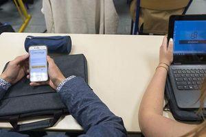 Pháp: Cấm điện thoại thông minh ở trường học