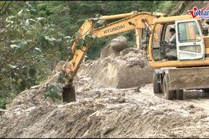 Lai Châu sạt lở kinh hoàng, lội bùn ngập gối về vùng lũ Vàng Ma Chải