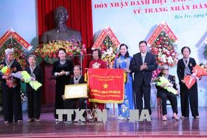 Đội quân tóc dài Bến Tre đón nhận danh hiệu Anh hùng Lực lượng vũ trang nhân dân