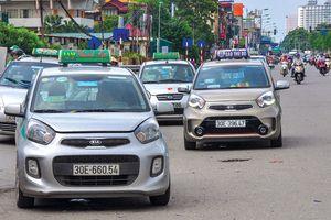 Thuế kinh doanh taxi - 'Trận địa' bỏ trống
