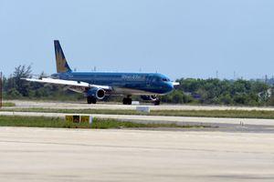 Máy bay bị chiếu tia laze vào khoang lái tại Nội Bài