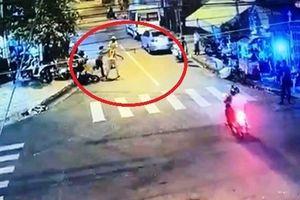 Cầm côn đe dọa, đấm vào mặt CSGT gây náo loạn Nha Trang