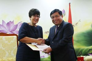 Bộ trưởng Nguyễn Chí Dũng làm việc với Đại sứ Vương quốc Bỉ tại Việt Nam