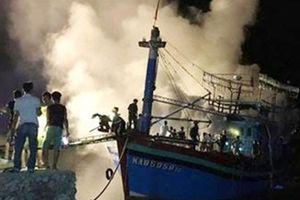 Tàu cá bốc cháy trong đêm, thiệt hại gần 2 tỷ