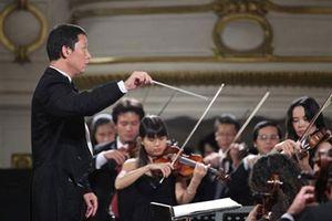 Nhạc trưởng Lê Phi Phi hội ngộ tài năng piano Hàn Quốc Ji Sung Lee tại Hà Nội