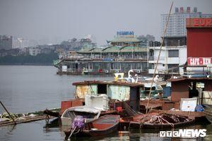 Du thuyền, nhà hàng nổi tiền tỷ hóa sắt vụn trên Hồ Tây