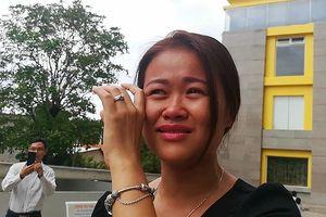 Cư dân Carina bật khóc khi nhận thông báo bị cắt hỗ trợ