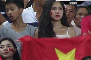 'Hot girl World Cup' gây chú ý trong trận U23 Việt Nam - Uzbekistan