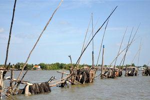 Thanh niên tử vong khi điều khiển vỏ máy va vào hàng đáy trên sông