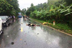 Xe máy đấu đầu ôtô, 2 người tử vong