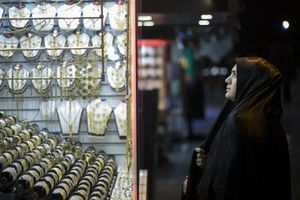 Người dân Iran mua vàng để đón trừng phạt Mỹ?