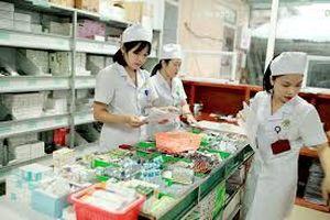 Làm ở phòng Y tế có cần Chứng chỉ hành nghề dược?