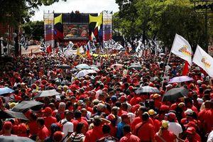 Đông đảo người Venezuela xuống đường sau khi Tổng thống bị ám sát hụt
