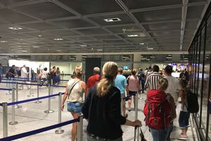 Sân bay Đức sơ tán khẩn cấp vì đối tượng lạ mặt đột nhập khu vực an ninh và biến mất
