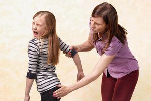 Con bướng bỉnh, luôn cho mình đúng, cha mẹ có nên quát mắng?