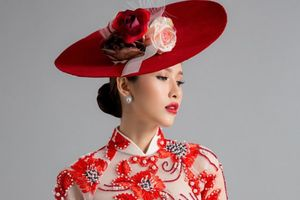 Hoa hậu PNVN qua ảnh 2012 Phan Thu Quyên quyến rũ trong áo dài cách điệu