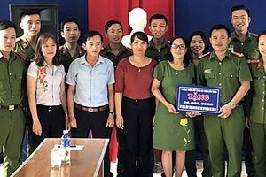 Học viên Trường Trung cấp CSND V '3 cùng' với người dân xứ Quảng