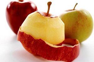 Bí ẩn trong vỏ táo: Bạn nên gọt hay không nên gọt vỏ khi ăn táo?