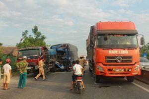 Tránh bò qua đường, xe tải gây tai nạn liên hoàn trên quốc lộ