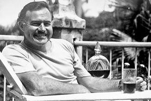 Có phải nhà văn Hemingway chết vì hoang tưởng?
