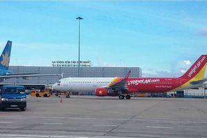 Máy bay không thể cất cánh do mất điện đường lăn Tân Sơn Nhất
