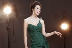 MC Thanh Mai quyến rũ trong loạt đầm dạ hội của nhà thiết kế Lê Thanh Hòa