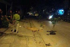 Hà Nội: Hai thanh niên thương vong bên cạnh xe máy giữa đêm