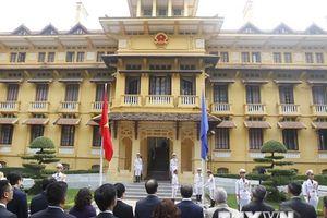 Lễ thượng cờ kỷ niệm 51 năm Ngày thành lập ASEAN tại Hà Nội