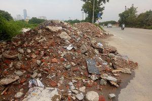 Đại Mỗ - Hà Nội: Tái diễn đổ phế thải khối lượng lớn trên Đại lộ Thăng Long