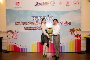 Lãnh sự danh dự Rumani Lý Nhã Kỳ ủng hộ múa rối Việt