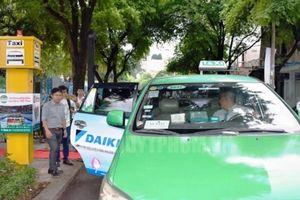 Ngày đầu 5 điểm đón taxi ở TP.HCM hoạt động ra sao?