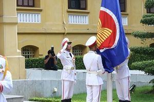 Lễ thượng cờ kỷ niệm 51 năm ASEAN tại Hà Nội