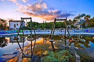 Cảnh hoang tàn của 10 công viên nước bị bỏ hoang trên thế giới
