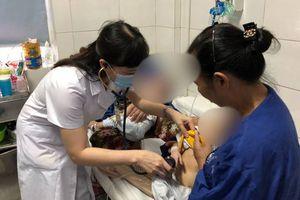 2 bé song sinh mắc sởi nguy kịch, lo ngại dịch bùng phát