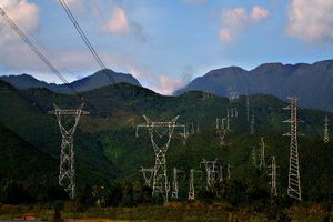 Nguy cơ thiếu điện cao, tính mua thêm điện từ Lào