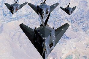 F-117 bất ngờ cất cánh gần căn cứ bí ẩn Mỹ